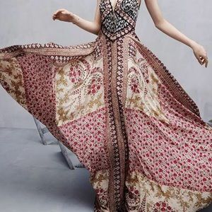 Dresses & Skirts - Floral V-neck dress